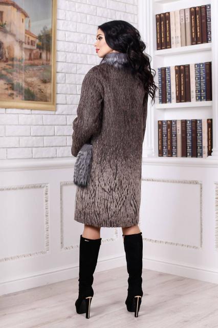 0088f766fdbaff Пальто женское зимнее, выполненное из пальтовой ткани, прямого силуэта, со  спущенными рукавами. Воротник - стойка с опушками из натурального меха