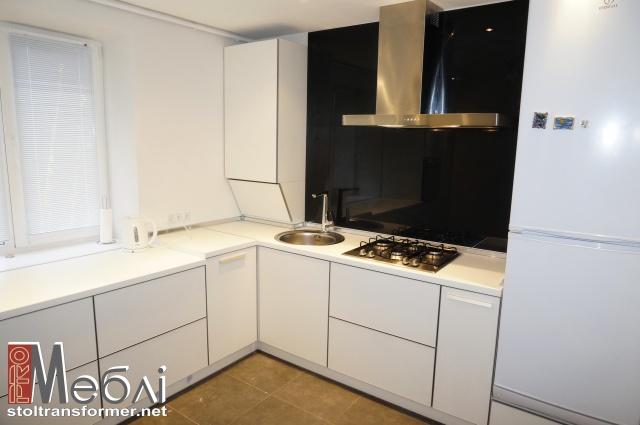 Кухни с фасадами в алюминиевом профиле