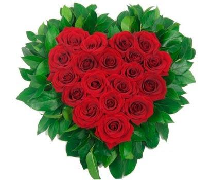 Пламя любви - сердце из 19 красных роз
