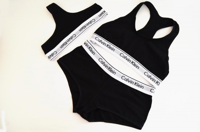 1bb77130fc637 Женский комплект нижнего белья Calvin Klein - тройка - топ+стринги+шорты, Calvin  Klein женский набор