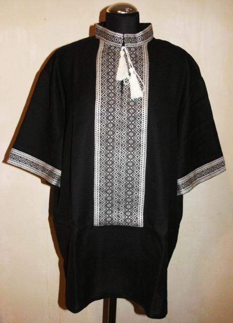 Чорна чоловіча вишиванка з білим орнаментом. fc8f37e5841ef