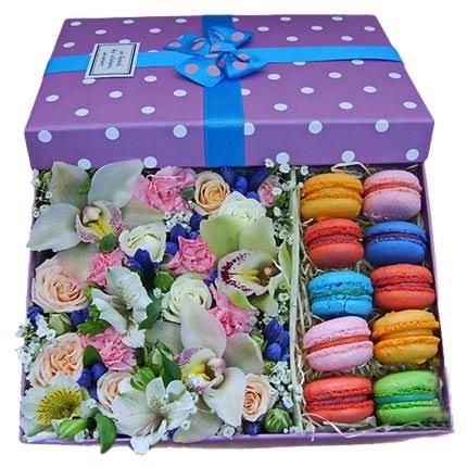 Композиция в коробке «Мечта сладкоежки»