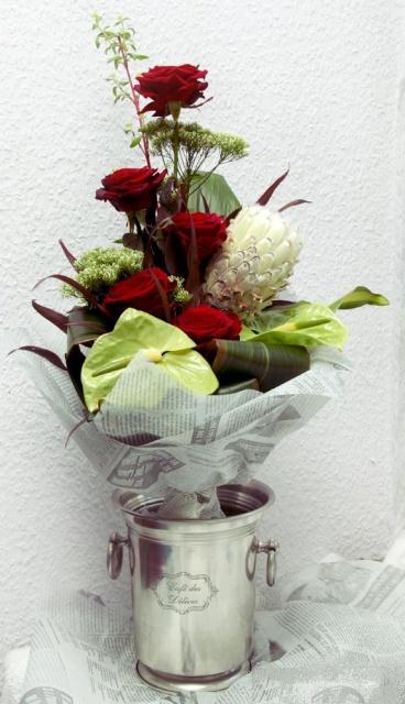 букет из роз протеи и антуриума