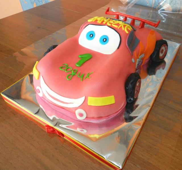 Торт с тачками на заказ – Кондитерская студия MyCityCake | 596x640