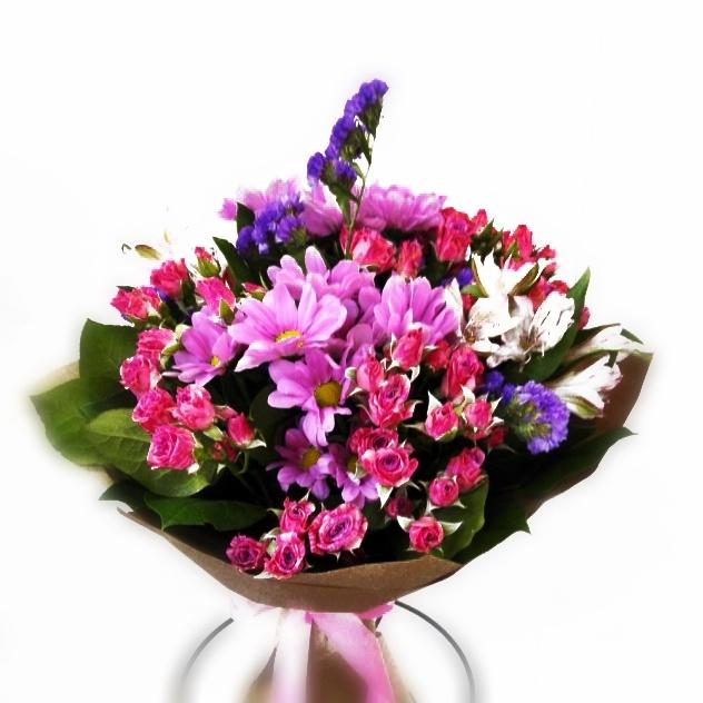 Букет из кустовых роз с хризантемой