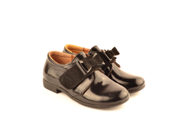 Изучаем детскую обувь: туфли для девочки