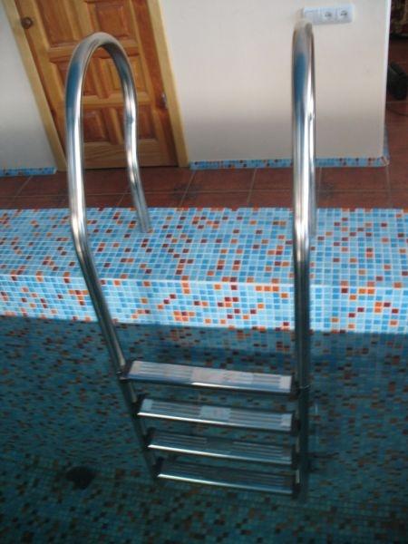 Лестница для бассейна Mixta 2 и более ступеней из нержавеющей стали Украина